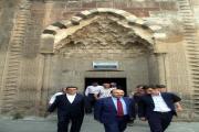 Vali Ustaoğlu'ndan restore edilen camilere ziyaret